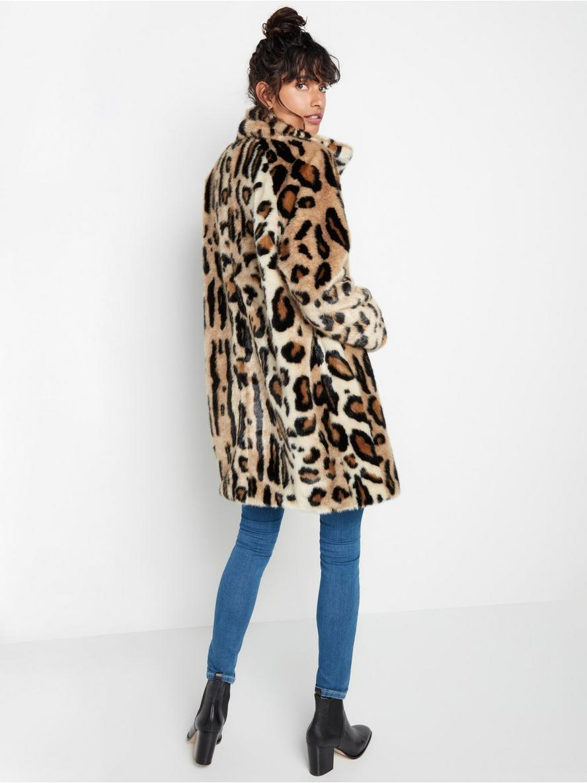 Leopardmönstrad kappa i fuskpäls Beige